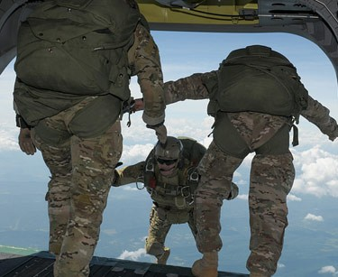 Maryland Army National Guard Soldiers freefall from 13,000 feet